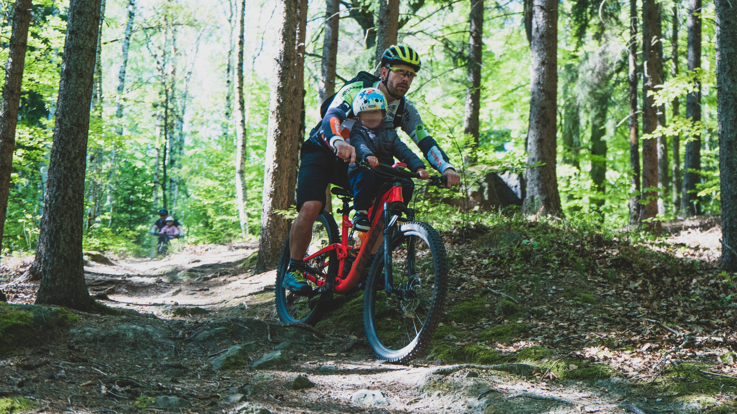 Macs Ride Kindersitz für das MTB in Action